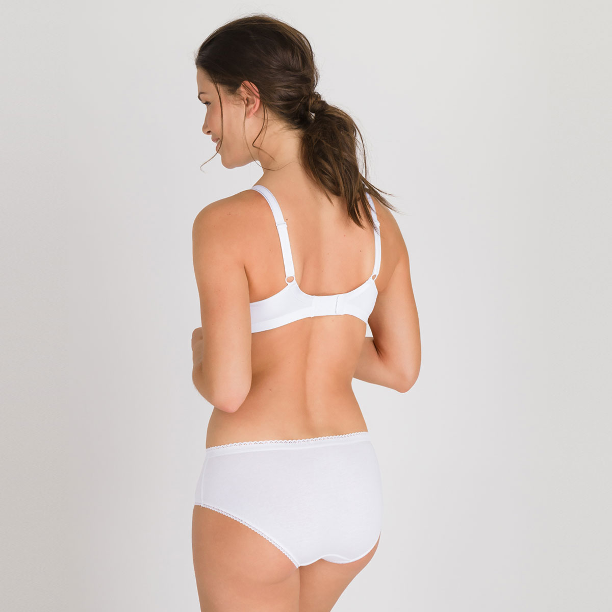 2 non-wired Bras in White– Basic Micro Support-PLAYTEX