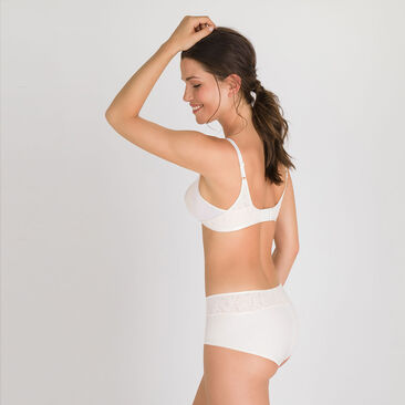 Non-wired Bra in White Blush - Ideal Beauty Lace-PLAYTEX