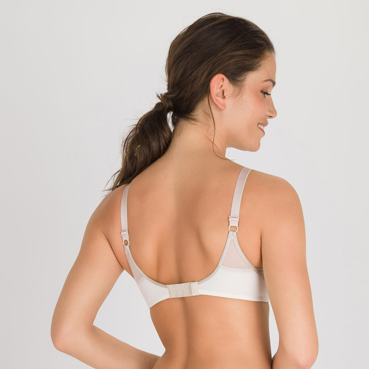 Full cup bra in antique white Ideal Beauty, , PLAYTEX