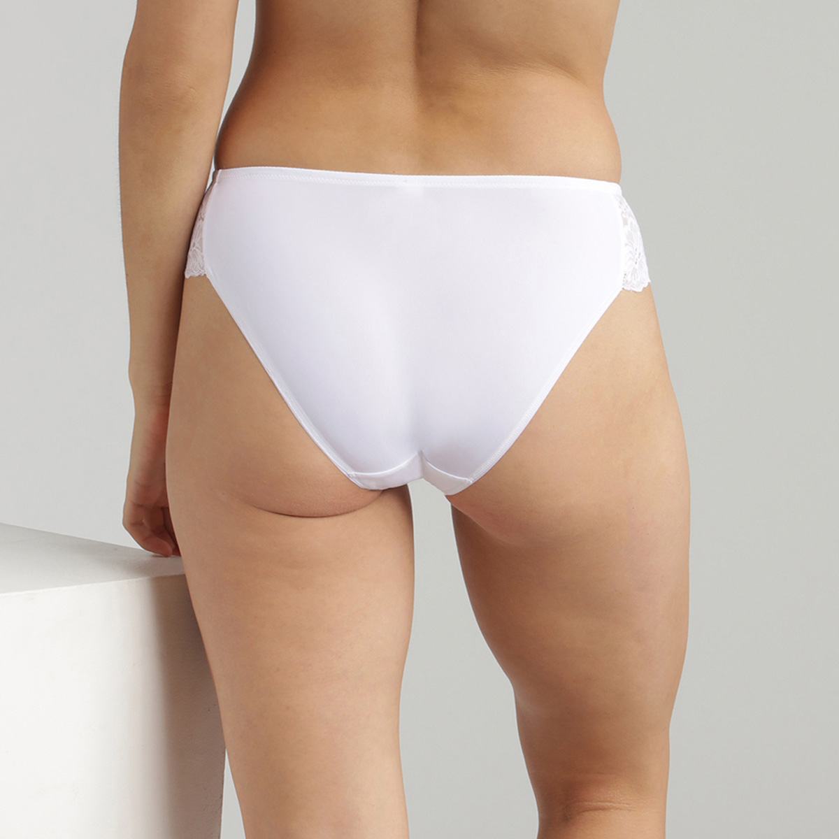 Bikini Knickers in White Lace Essential Elegance, , PLAYTEX