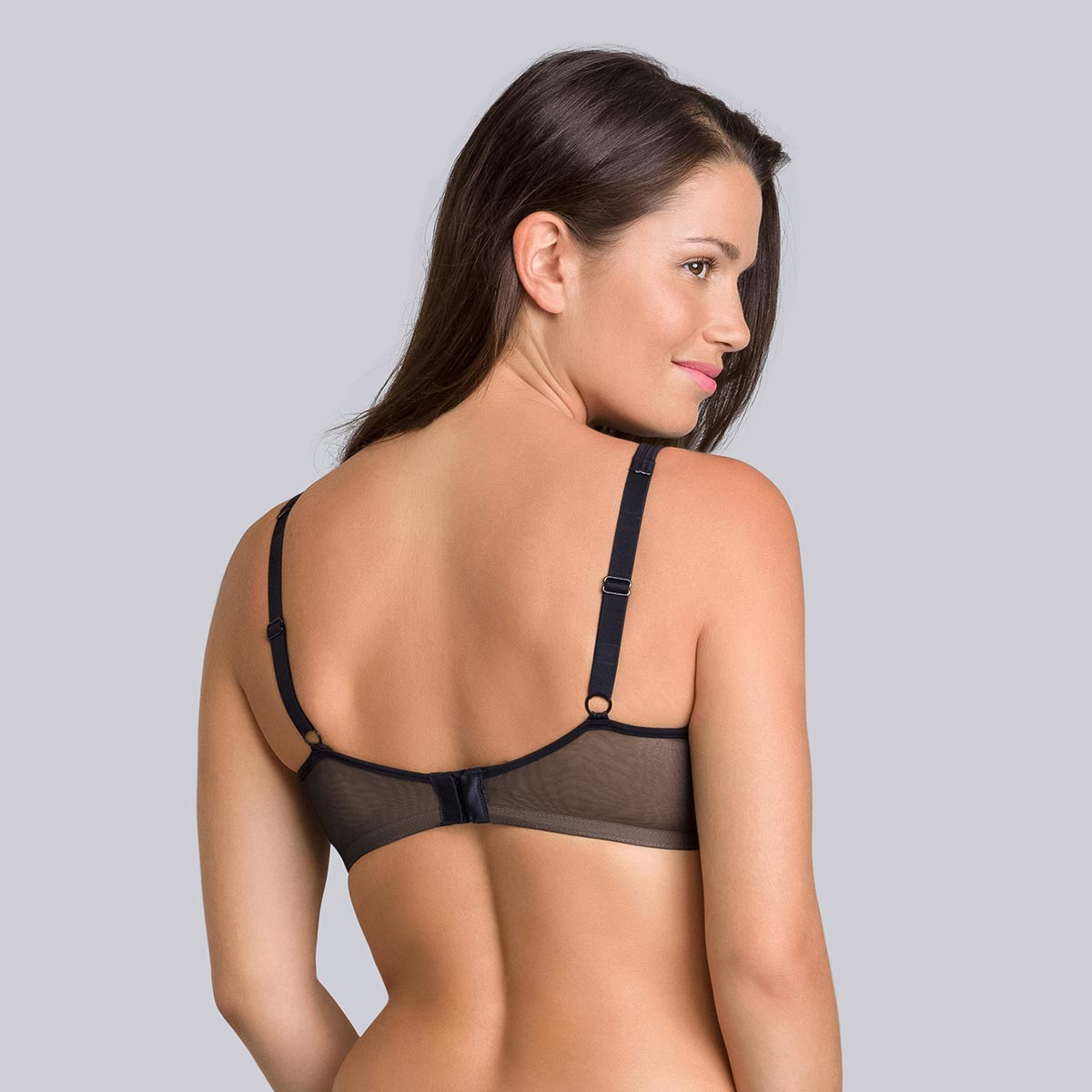 Minimiser Bra in Black – Expert In Silhouette-PLAYTEX