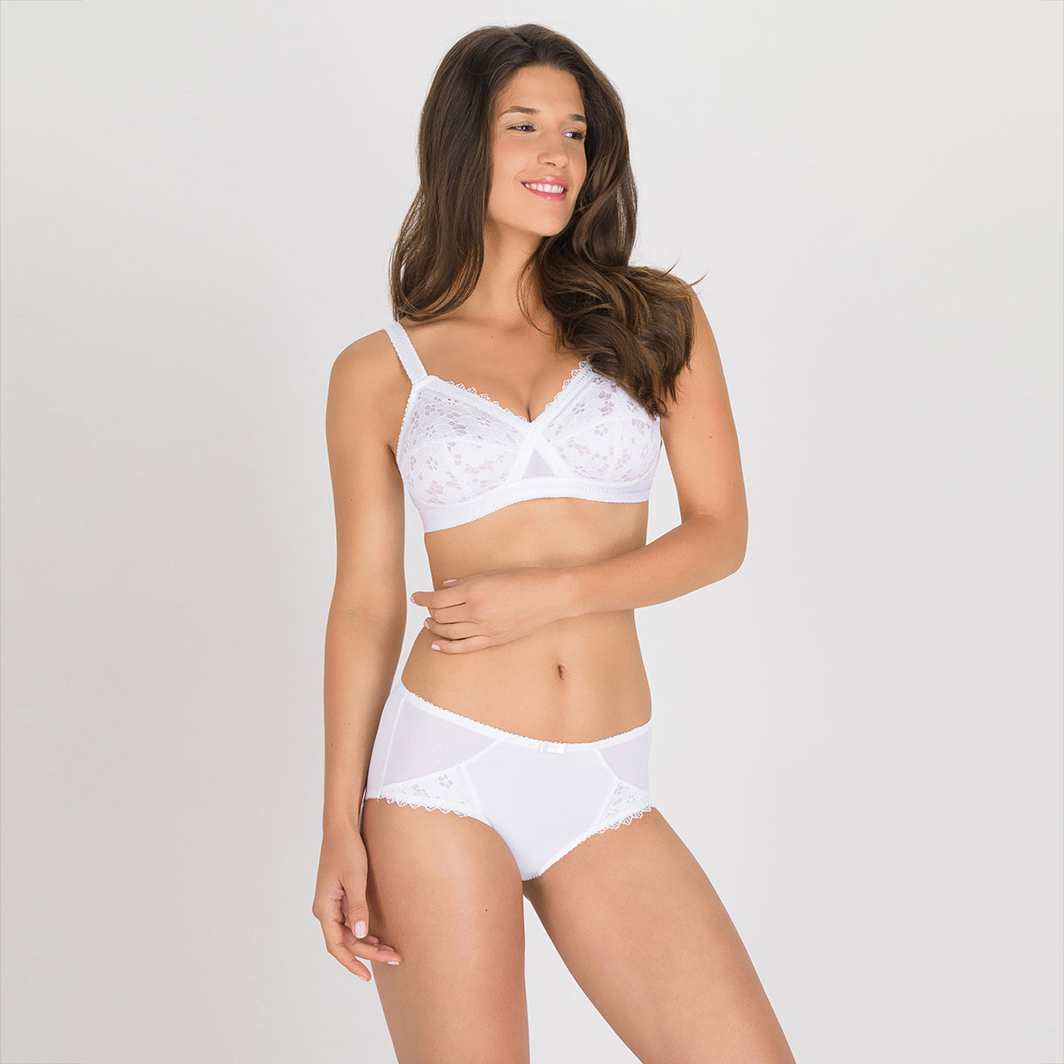 Non-wired bra in white Classic Lace Support, , PLAYTEX