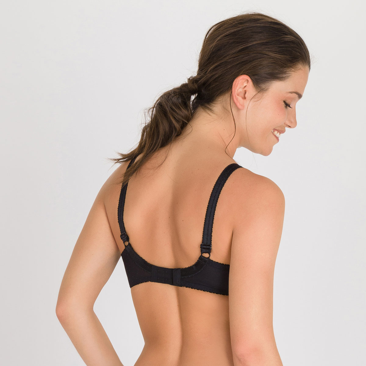 Full Cup Bra in Black – Classic Lace Support-PLAYTEX
