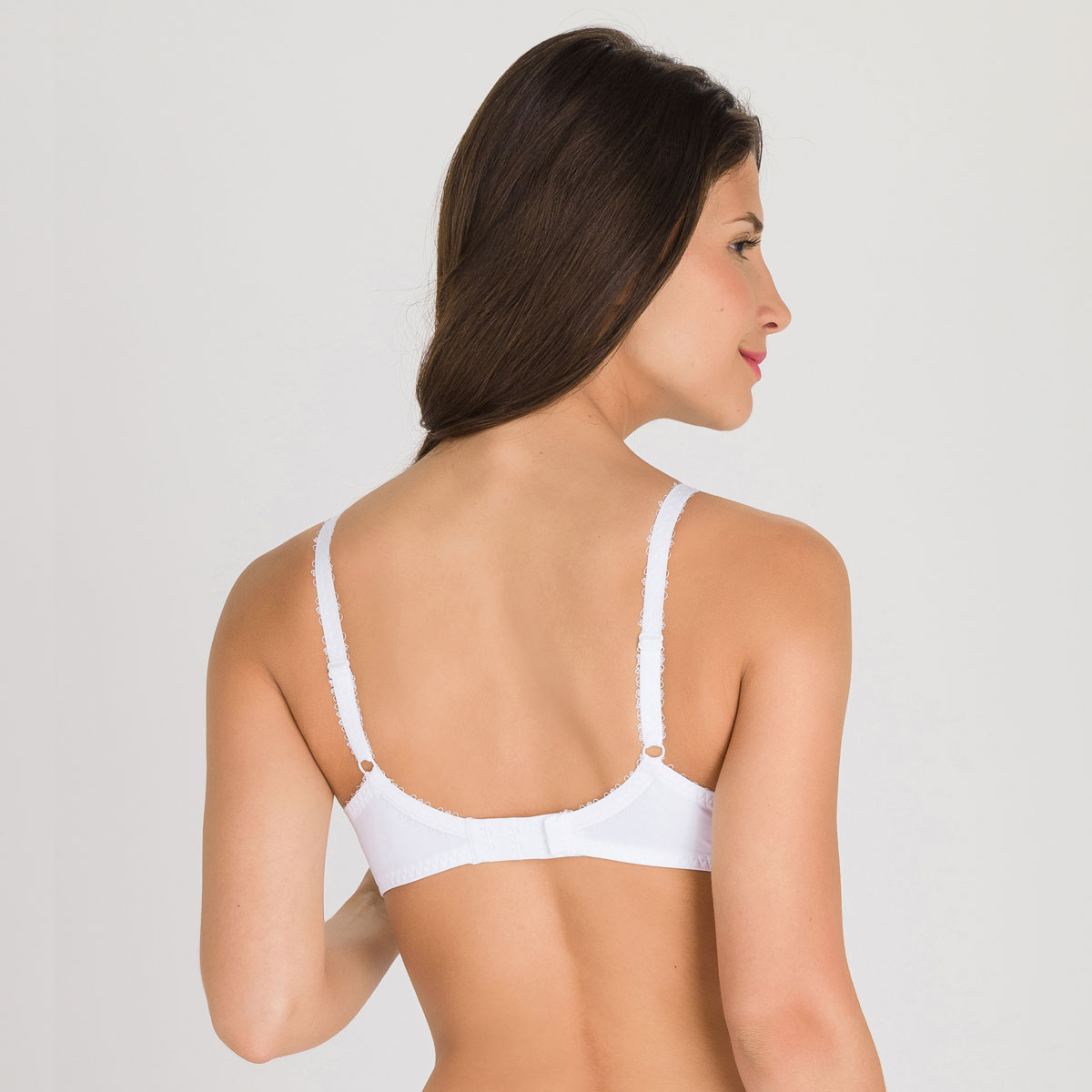 Non-wired Bra in White – Flower Elegance-PLAYTEX