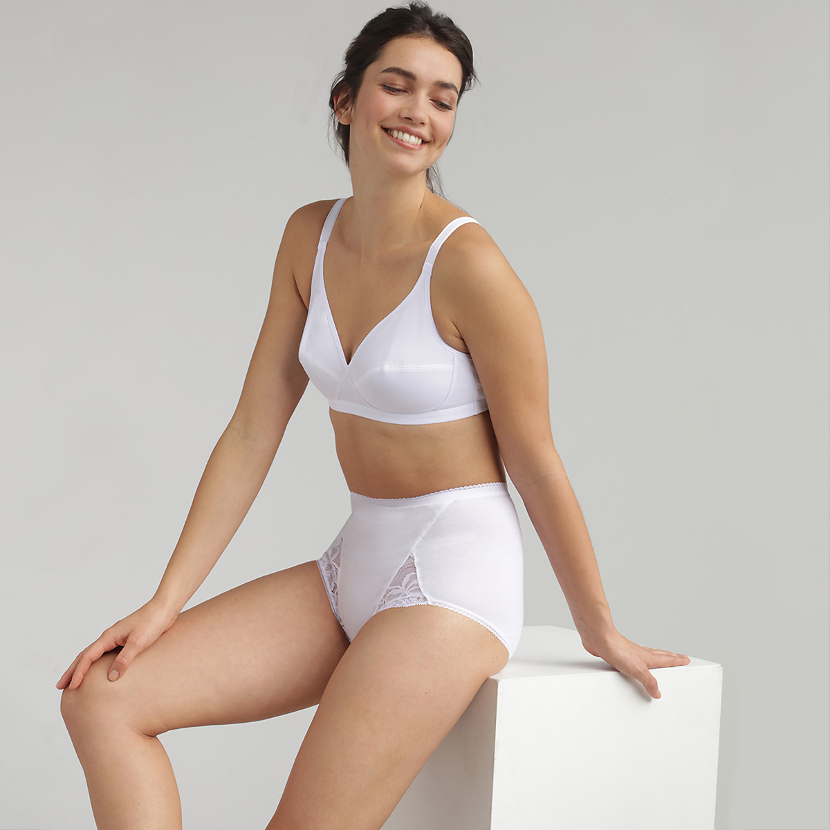 2 Non-wired bras in white– Basic Micro Support, , PLAYTEX