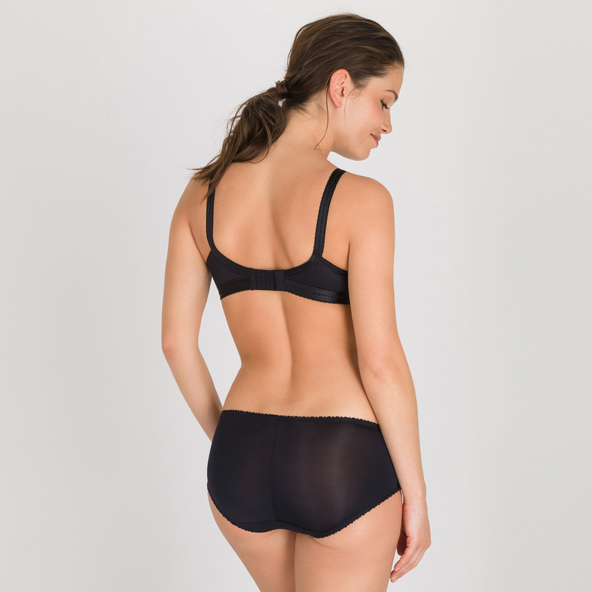 Non-wired Bra in Black – Classic Lace Support-PLAYTEX