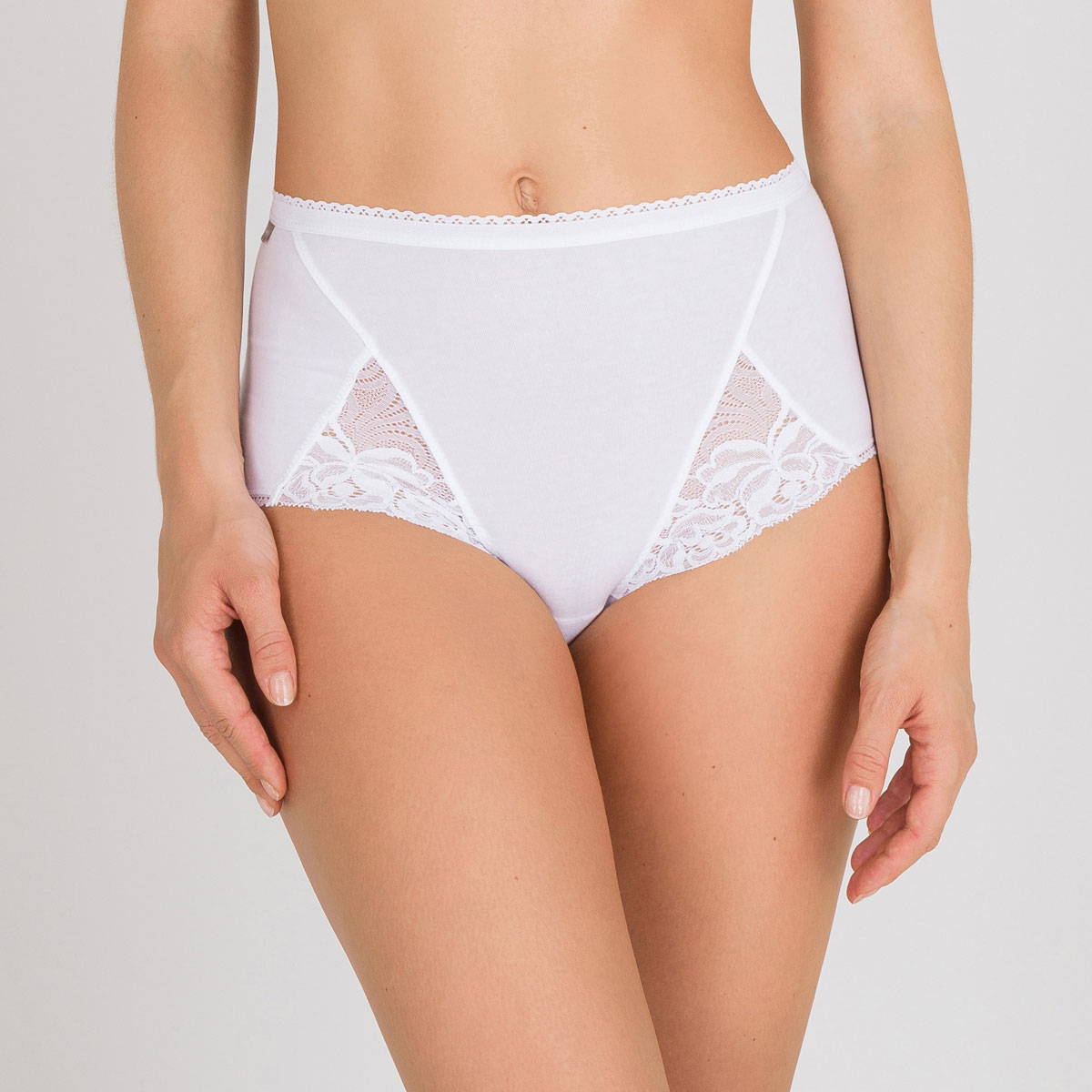 3 Maxi Briefs  in White – Cotton & Lace-PLAYTEX